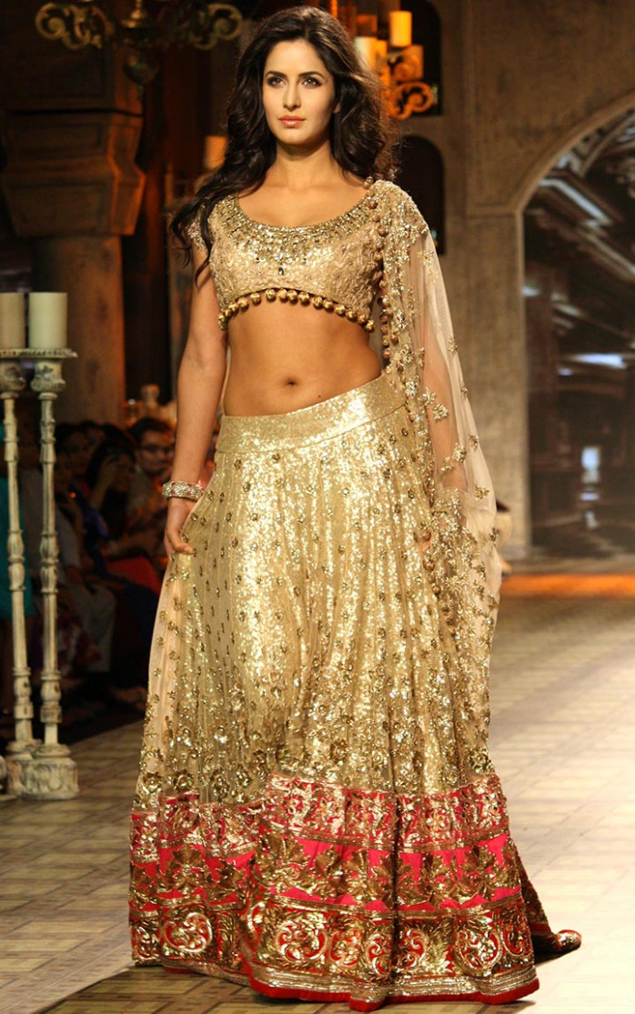 10 Bollywood Bridal Lehengas That Promise To Bedazzle Your ...