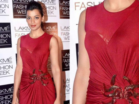 10 Shocking Wardrobe Malfunctions of Bollywood Actresses ...