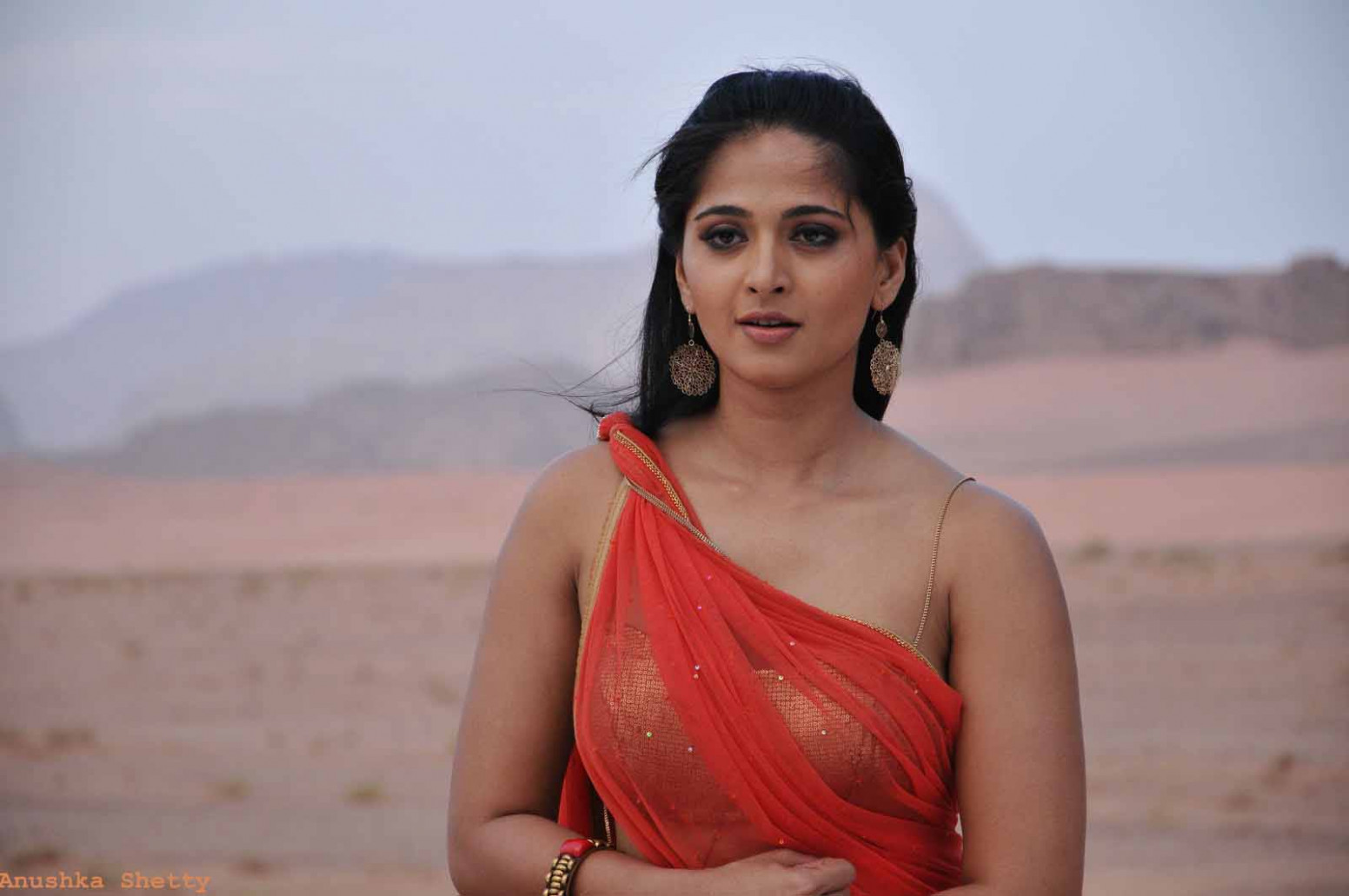 15   Anushka Shetty Hot Photos Wallpapers and Bikini ...