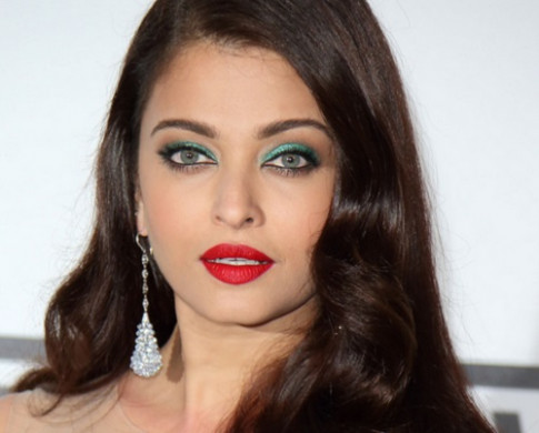 6 Bollywood Actresses in Red Lipsticks - makeup used by bollywood actresses