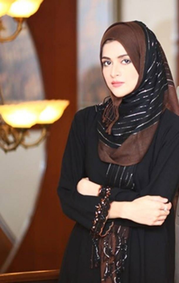 7 PAKISTANI ACTRESSES WHO LOVE TO WEAR HIJAB IN ROUTINE ...