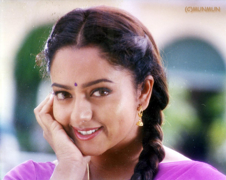 About Tollywood Heroine Soundarya | movieadda