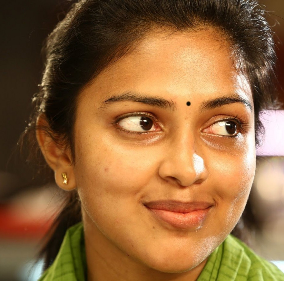 Actress Amala Paul Without No Makeup Face Closeup ...