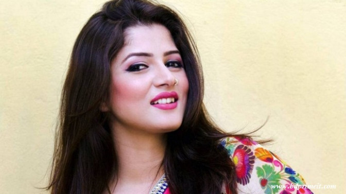 Actress Srabanti Chatterjee biography, new photo pictures