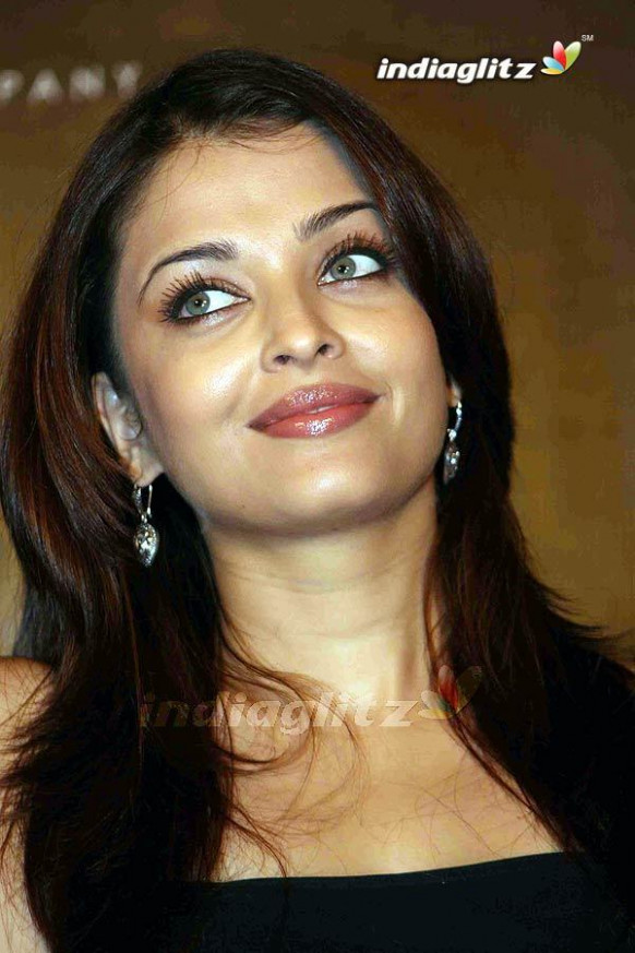 Aish - Bollywood Photo (3854612) - Fanpop
