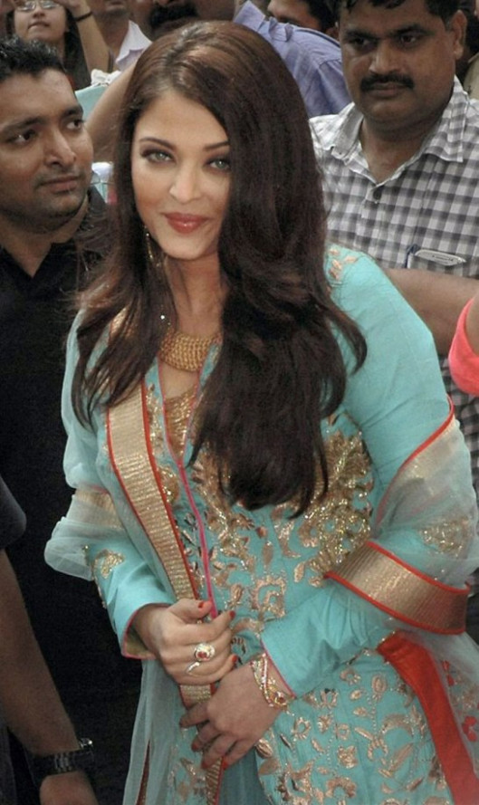 Aishwarya Rai Traditional Dress Photos - Cool Look ...