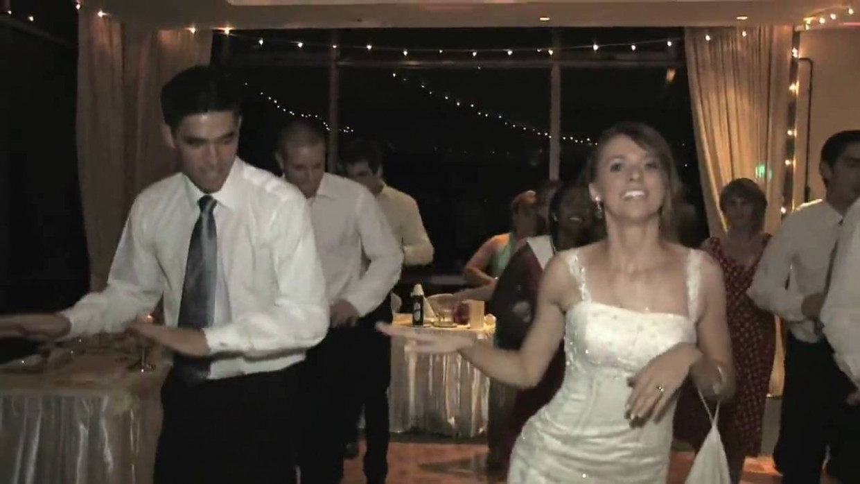 American bride & groom dancing to Bollywood song at their ...