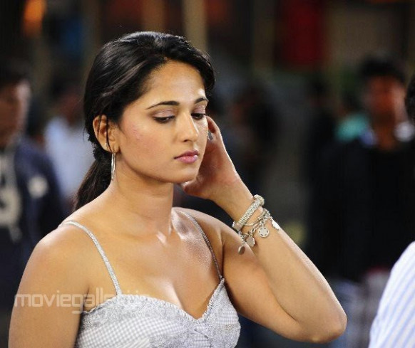 Anushka Cute Photo Gallery | All About Jobs,Tollywood News ...