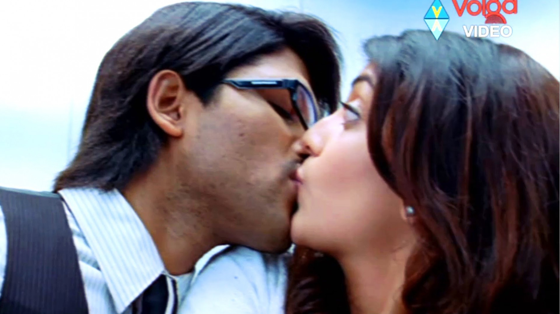 Anushka Shetty kiss | Anushka Shetty Hot Images - youngest tollywood actress
