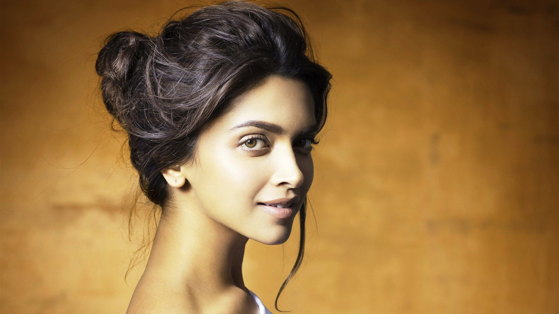 Beautifull Hindi Movie Star Actress Deepika Padukone HD ...