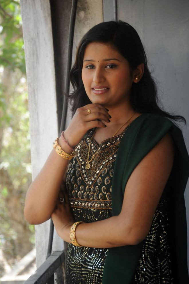 Bharathi New Tollywood Actress Photo Gallery - Photos ...