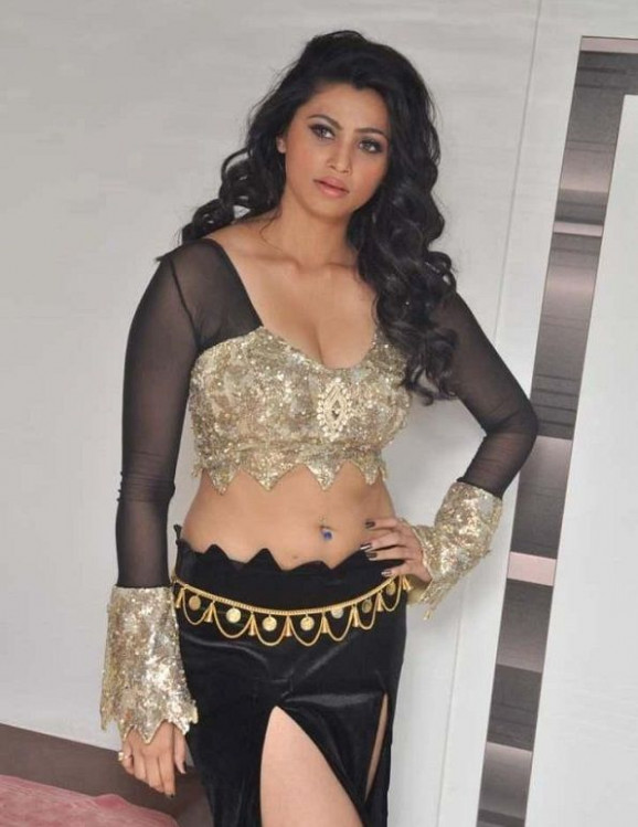 Bollywood Actress Cleavage Show List D. Consist All ...