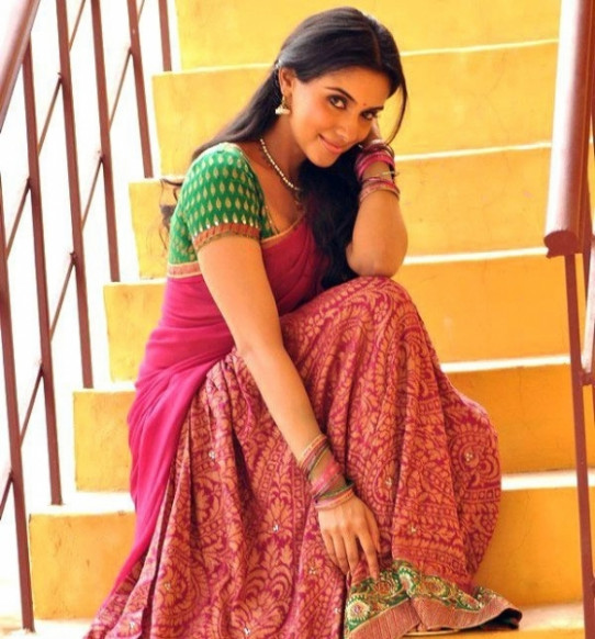 Bollywood Actress Half Saree Photos
