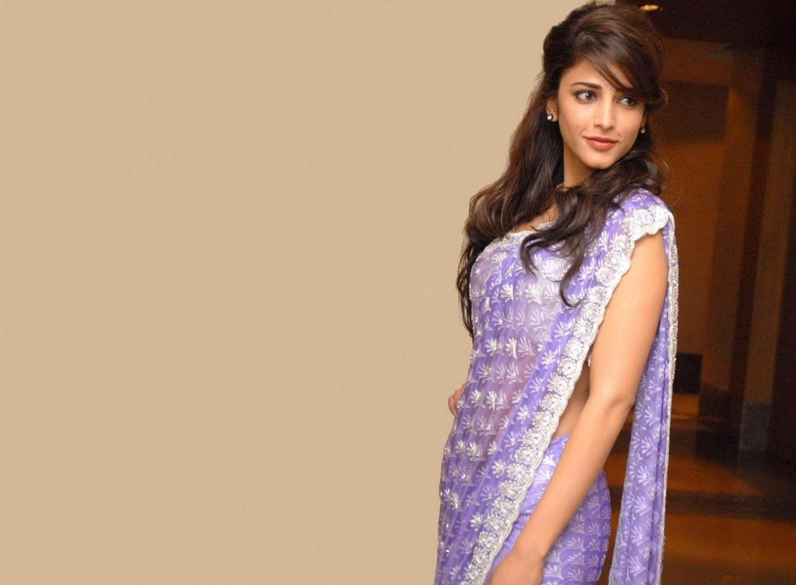 Bollywood actress shruti haasan saree wallpapers and ...
