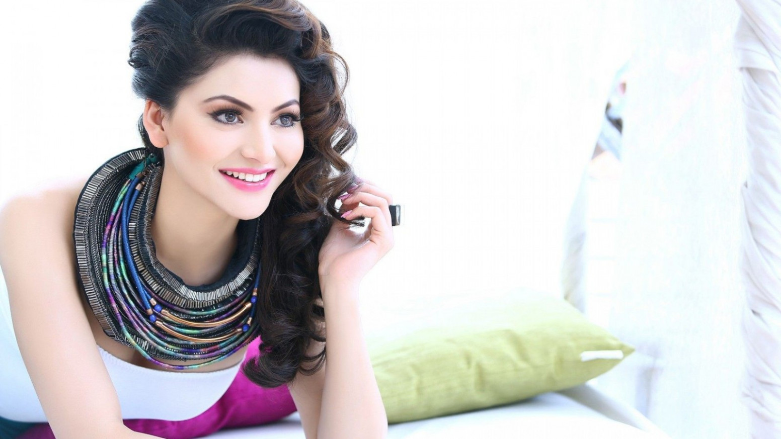 Bollywood Actress Urvashi Rautela Desktop Wallpaper – HD ...