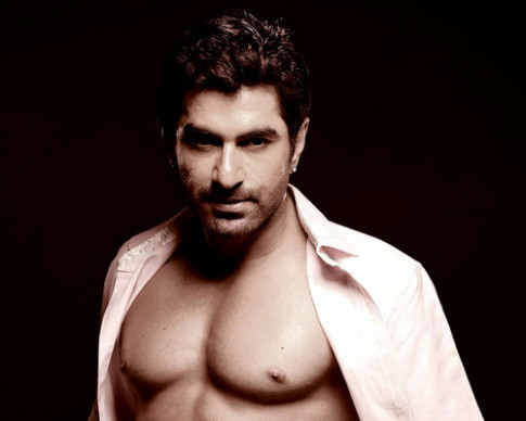 Bollywood afbeeldingen TOLLYWOOD ACTOR JEET SHIRTLESS ..
