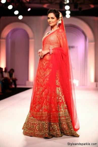 Bollywood Celebrities Walk for Designers At Indian Bridal ...