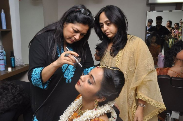 Bollywood Celebrity Make-up Artist with Models : at ...