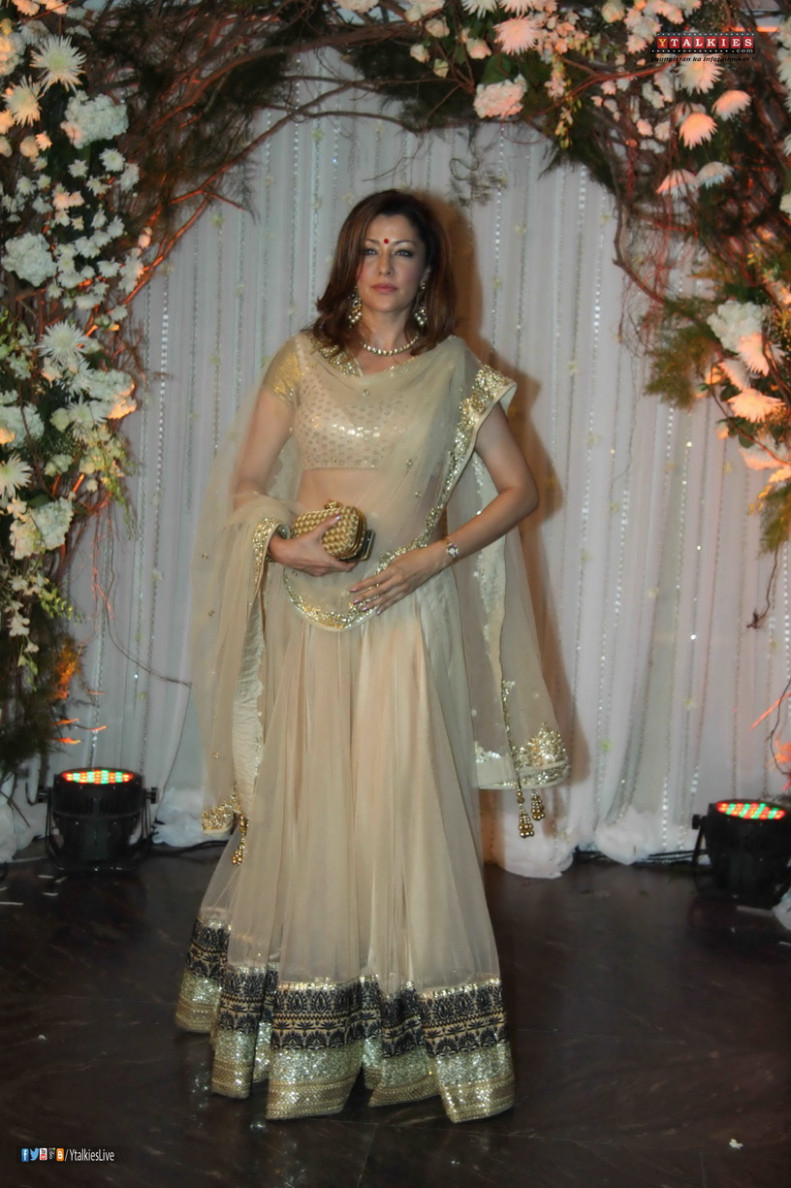 Bollywood Celebs at Bipasha Basu's Wedding Reception 2