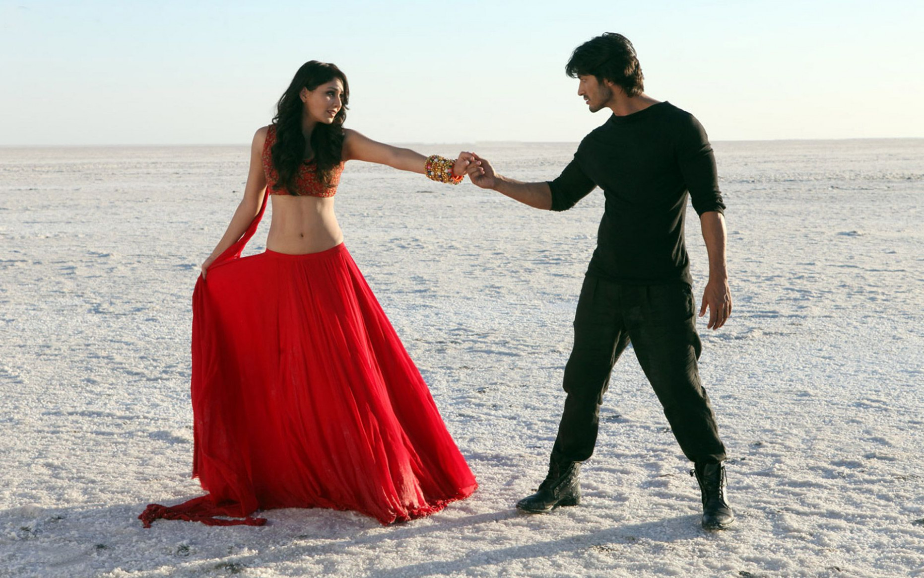 Bollywood Love Wallpaper – Beautiful Couple Wallpapers ...