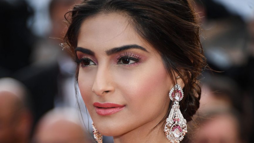 Bollywood make-up artists let us in on their top eye make ...