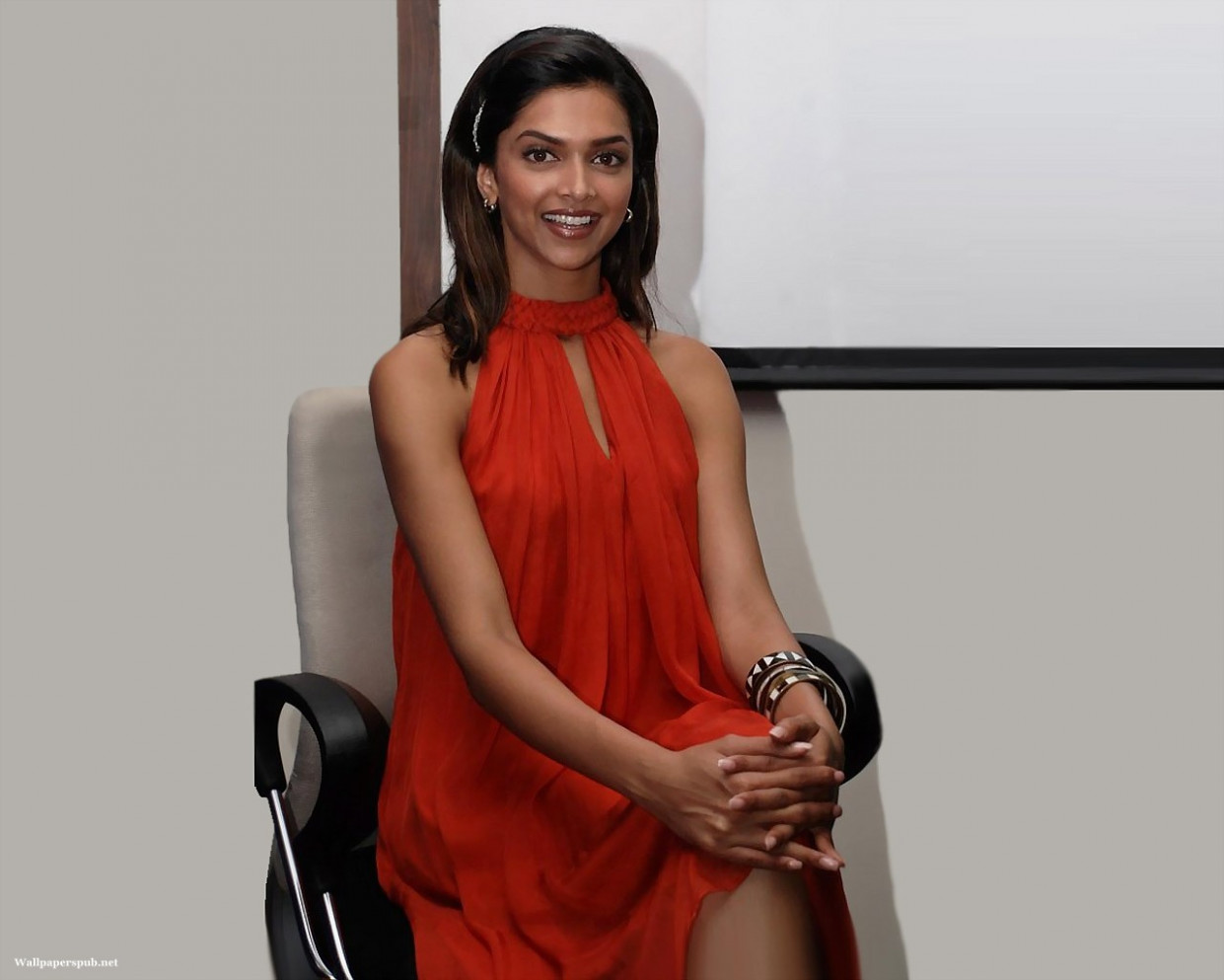 BollyWood Queen Actress Deepika Padukone Wallpapers 2011 ...