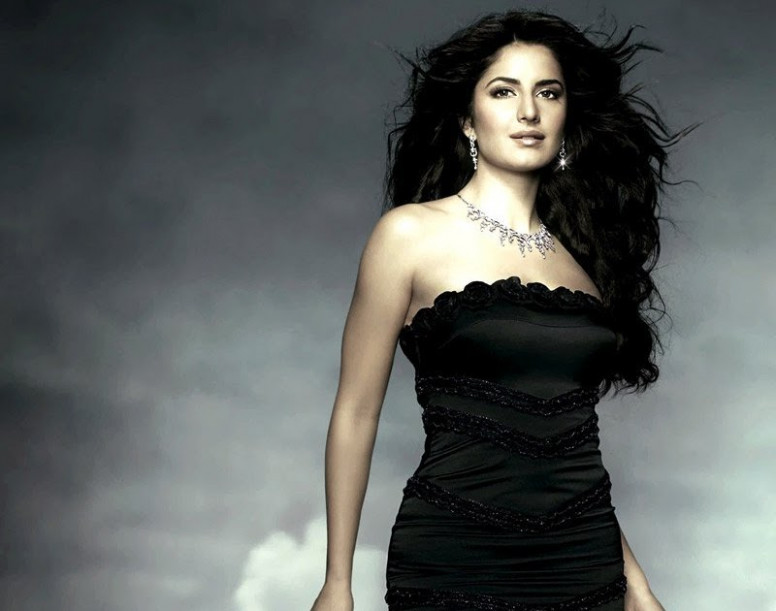 BOLLYWOOD TOLLYWOOD ACTRESS WALLPAPERS: Katrina Navel Kiss ...