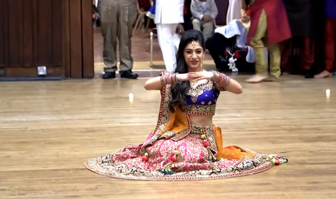 Bride's sangeet dance on Bollywood songs from Mahi Ve to ...
