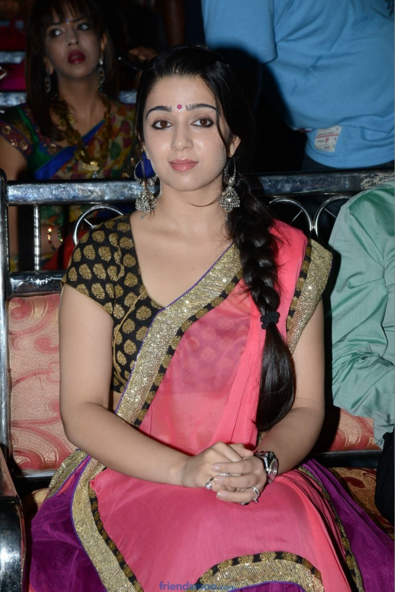 Charmi Tollywood Heroine Photos in Saree (1) - Friendsmoo