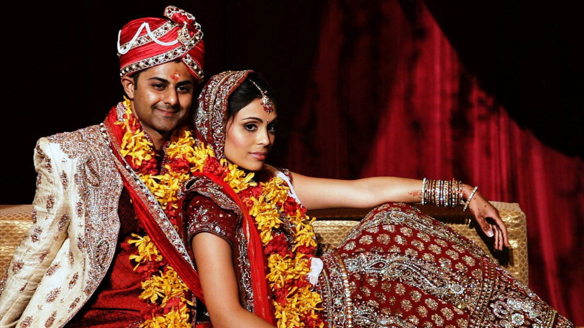 Chicago Bollywood Indian Wedding Couple poses for ...