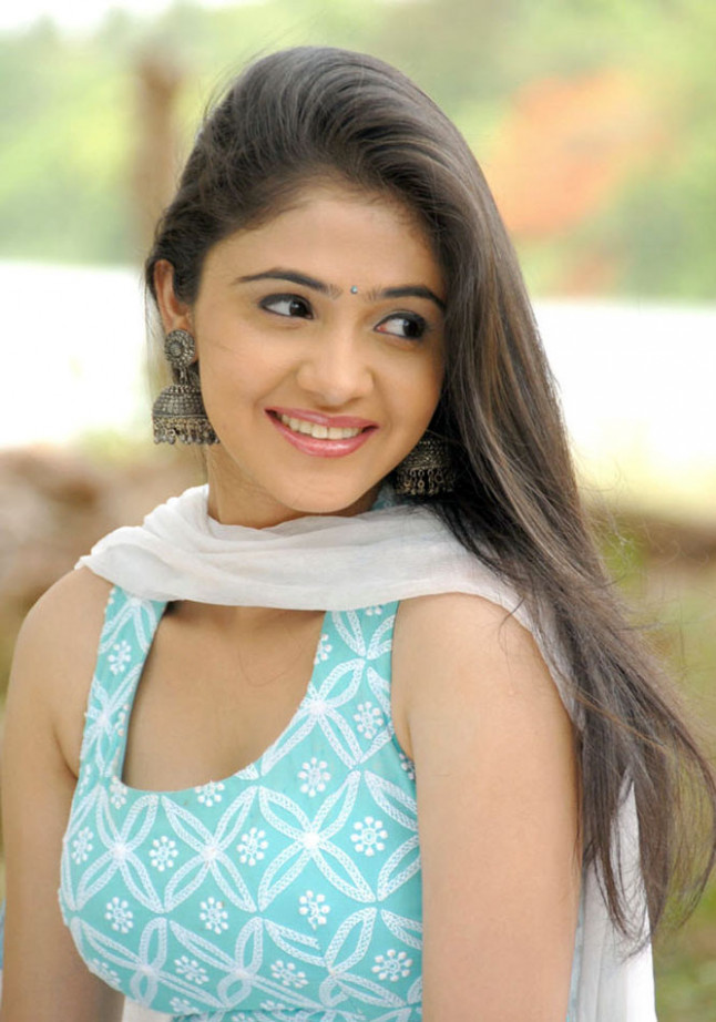 cinesizzlers: Tollywood actress Rachana Malhotra Cute ...
