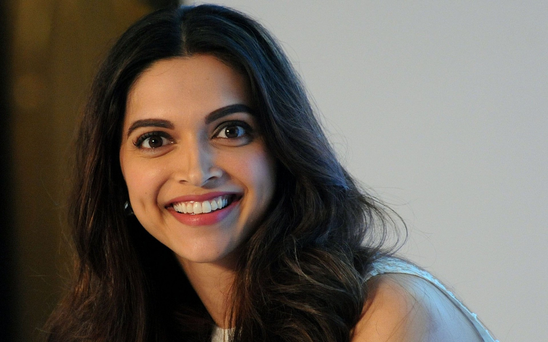 Deepika Padukone very happy with beautiful smile face ..