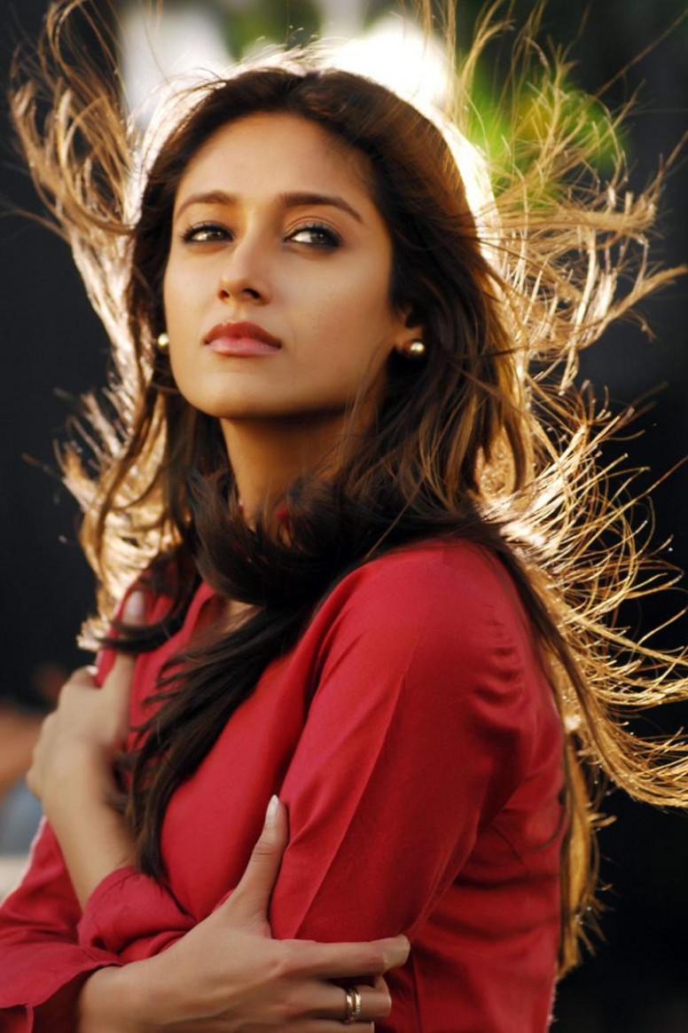 Download Sad Photos of Ileana D Cruz