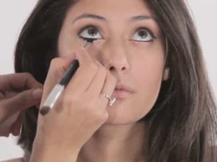 Eye Makeup: How to Do Bollywood Eyeliner | PopScreen