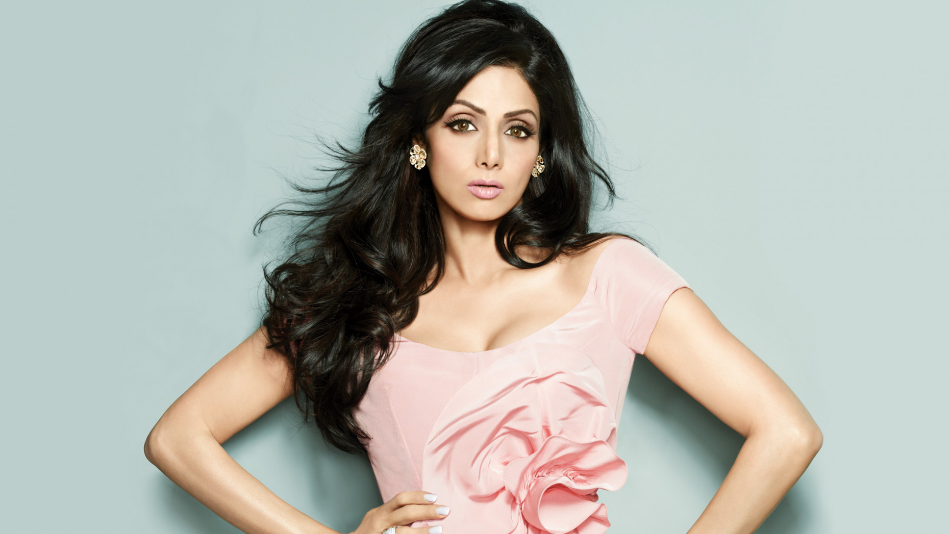 Famous Bollywood actresses who got pregnant before ...