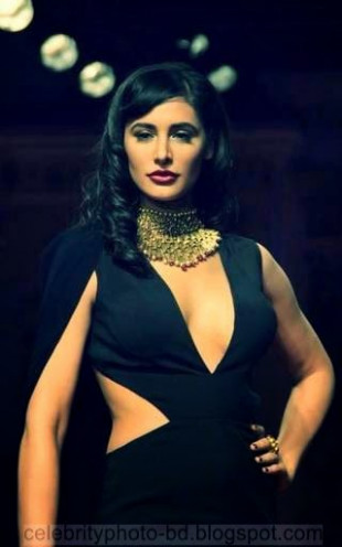 Famous Bollywood celebs who suffered wardrobe malfunction ...
