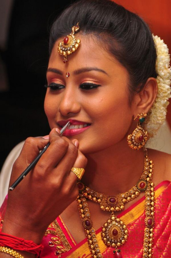 Famous Bridal Makeup Artist In DelhiProfessional Wedding ...