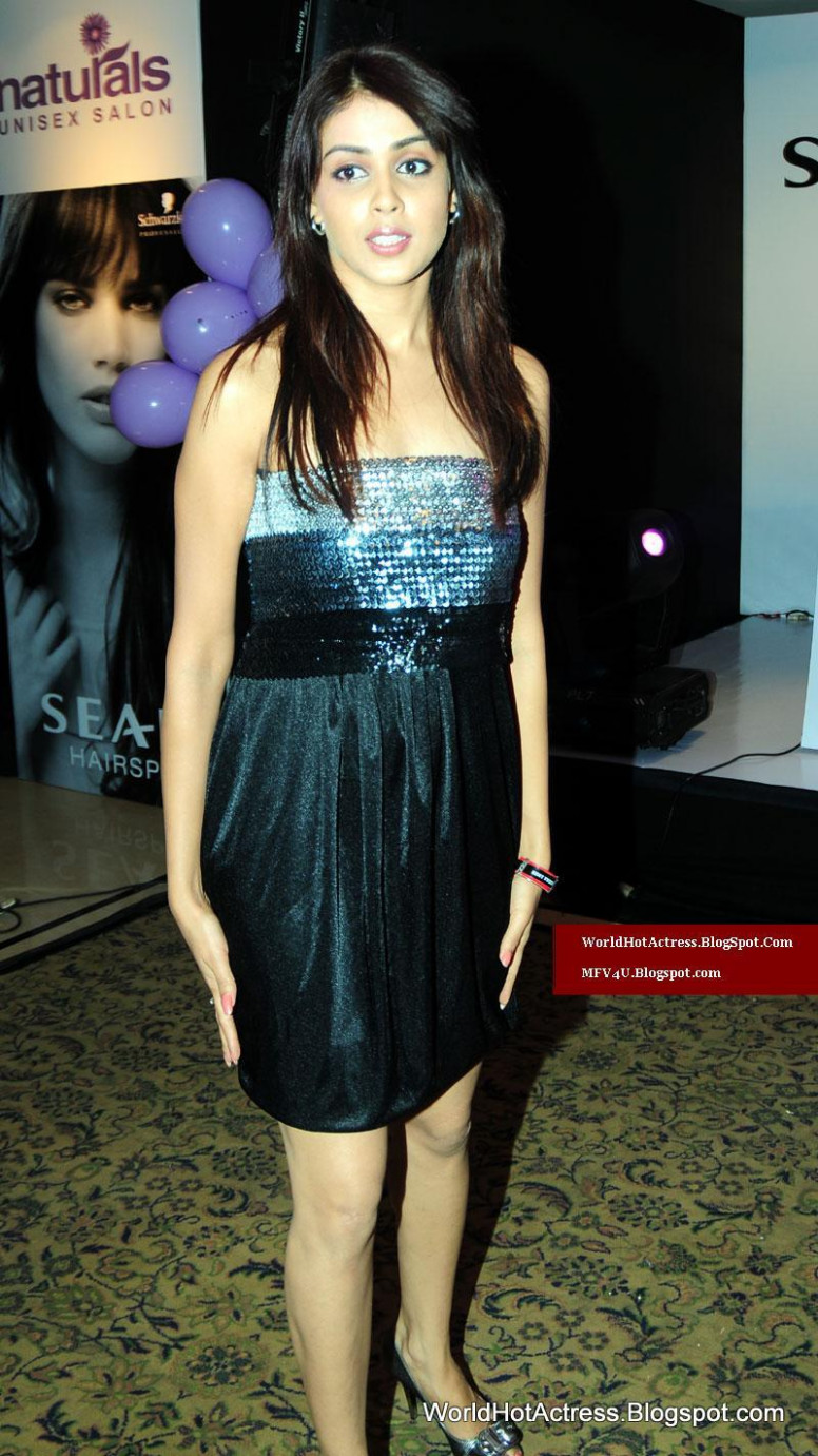 Genelia Desouza in Bollywood Private Night Function first ...