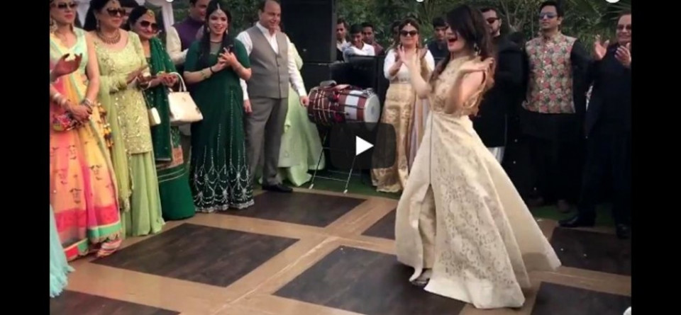 Girl Wedding Dance On Bollywood Song Laila Main Laila Goes ...