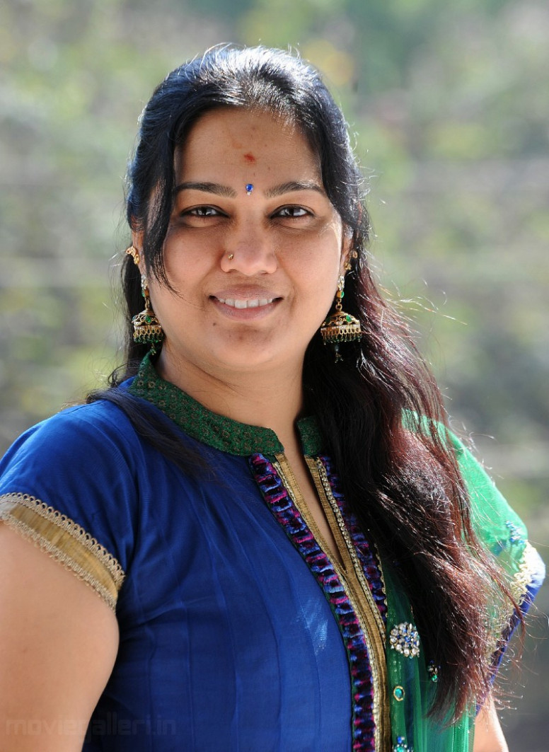 Hema Telugu Comedian Stills, Comedy Actress Hema Photo ...