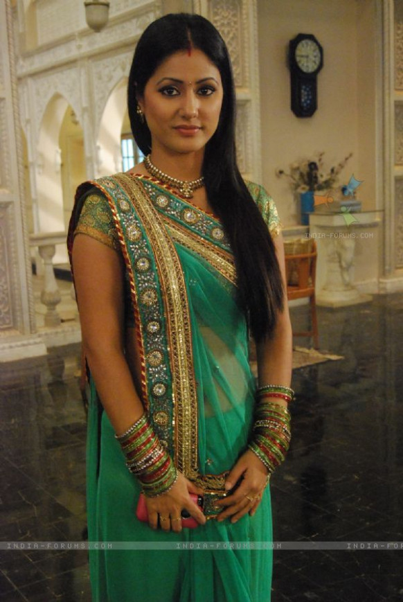 Hina Khan : Hina Khan as Akshara | Tv actors, Saree and TVs