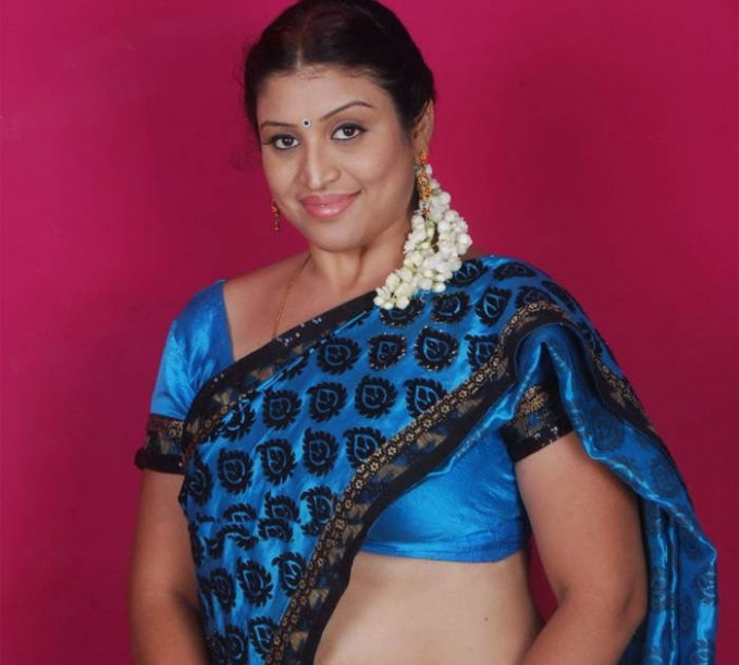 Hot Tollywood Actress Uma Blue Saree Photos | Actress ...