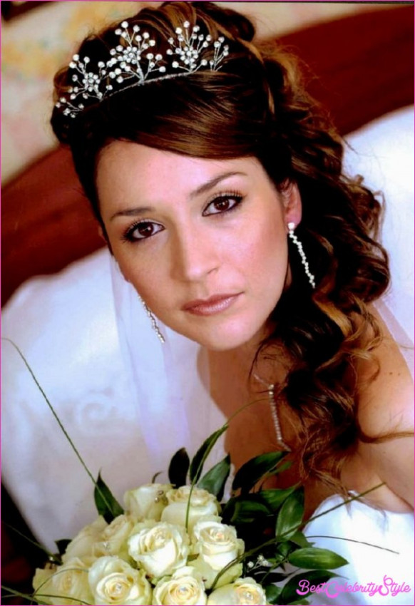 Indian Bridal Hairstyle For Round Face ...
