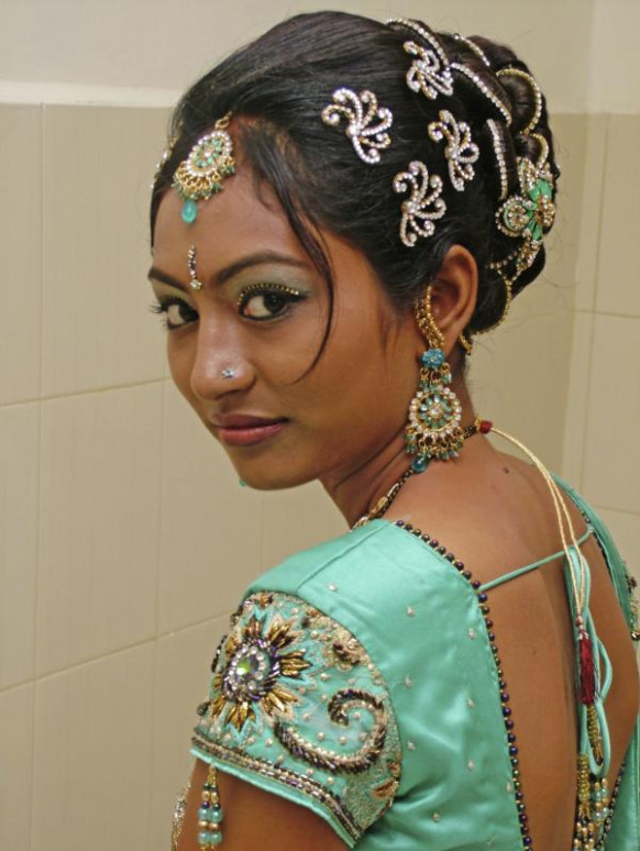 Indian Bridal Hairstyles For Round Face - indian bridal hairstyle for round face