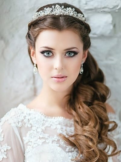 Indian Bridal Hairstyles For Round Faces - Hairstyles By ...