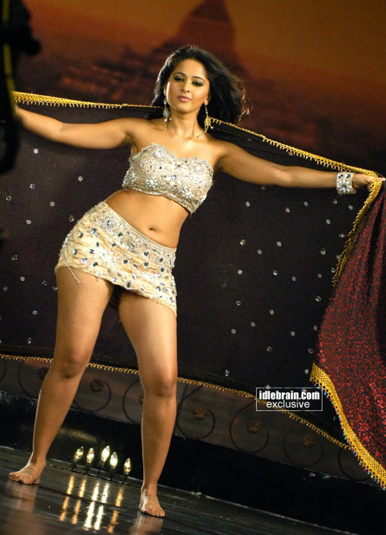 The Seven Reasons Tourists Love Shortest Heroine In Tollywood