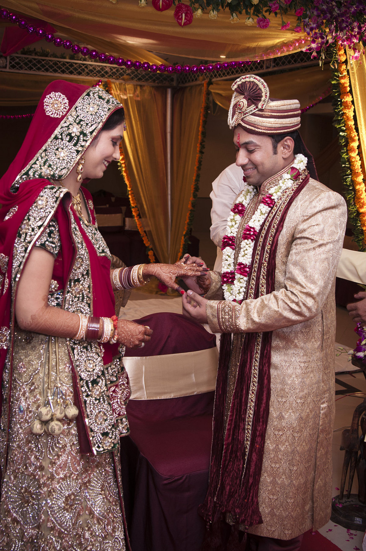 Indian wedding clothes - Wikipedia