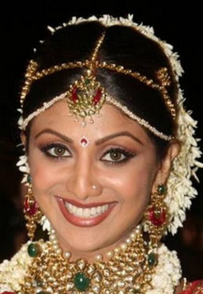 Indian Wedding Hairstyles and Bridal Makeup | Topix