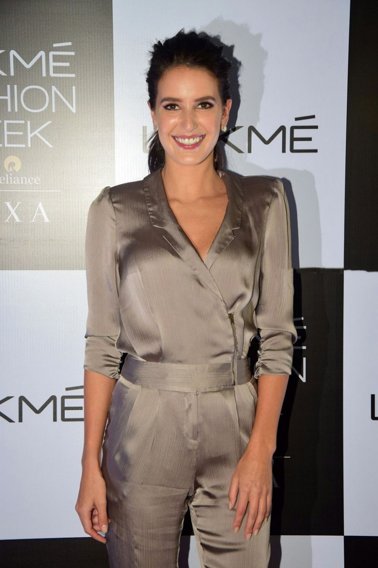 Isabelle Kaif LFW's 'Makeup Artist of the Year ...