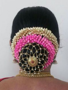 jasmine | kondai & jadai malai | Pinterest | Indian bridal ...